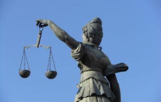 Nedreptatea vs. asumarea responsabilitatii